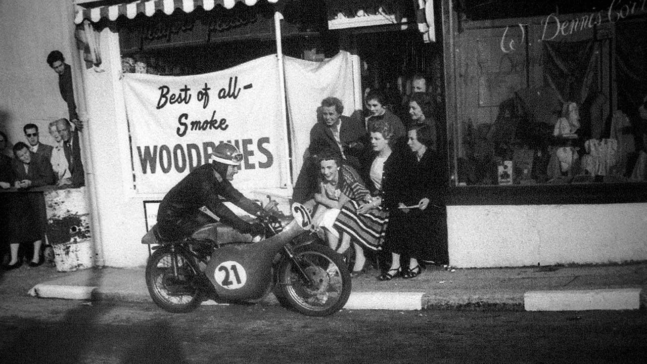 Paton_Storia-Anni50_1958-TT-Mike-Hailwood-Paton-125-Smokie