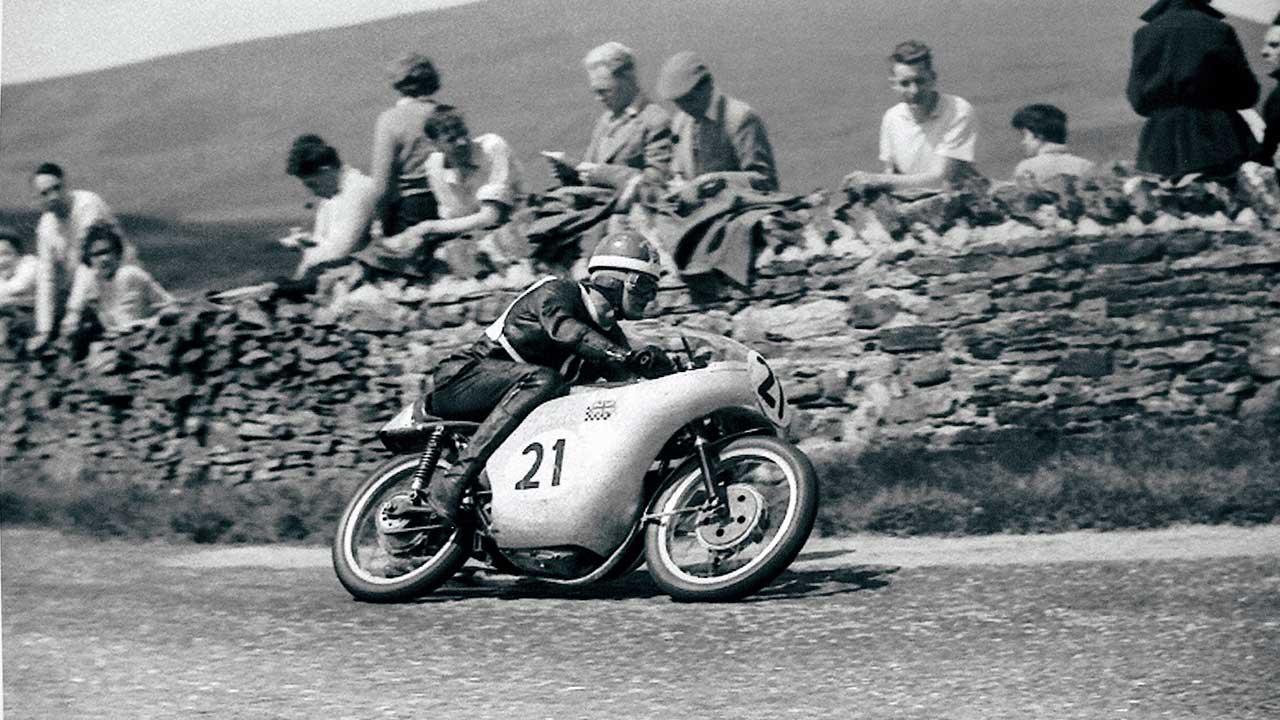 Paton_Storia-Anni50_1958-TT-Mike-Hailwood-Paton-125