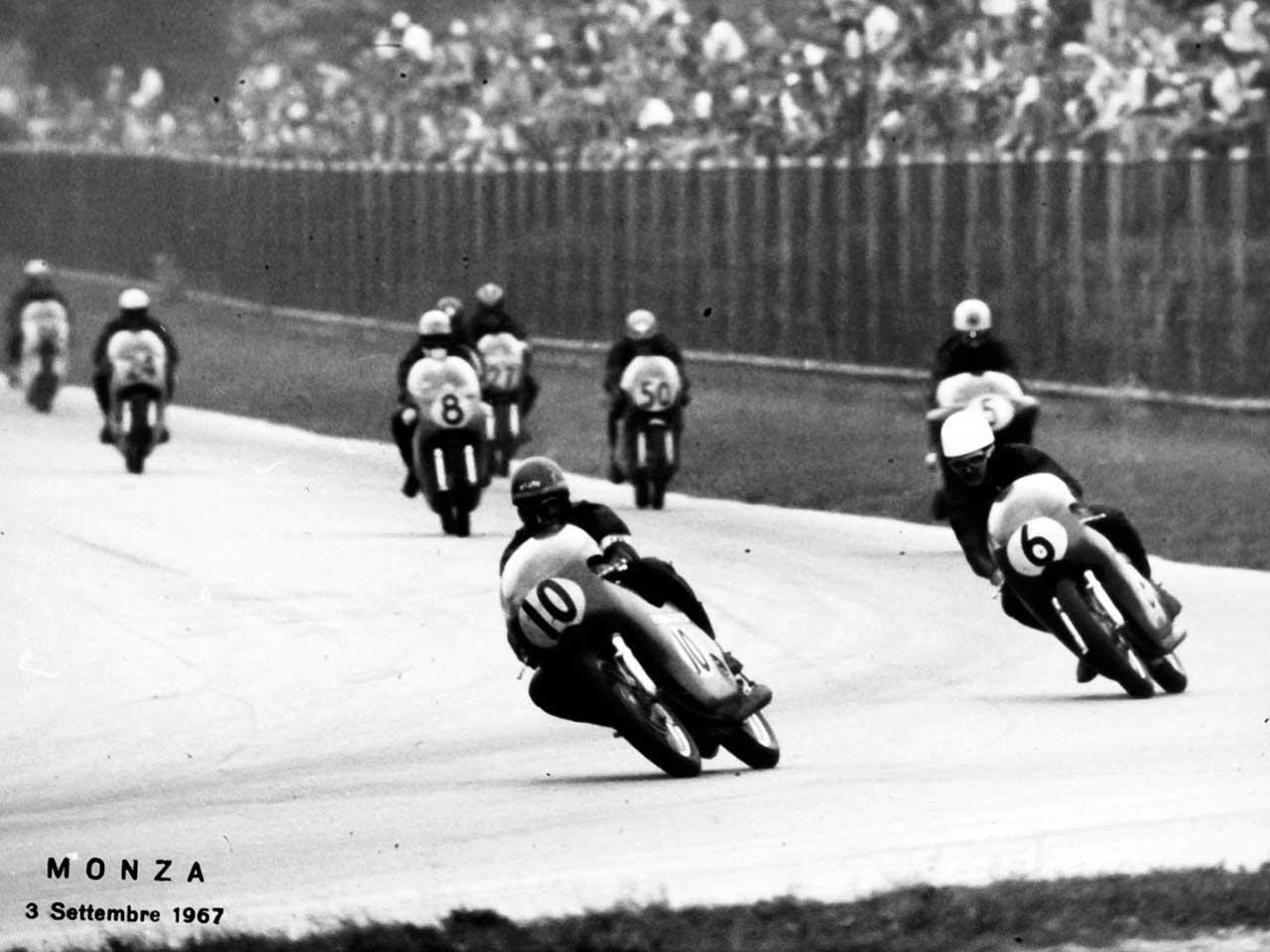 Paton_Storia-Anni60_Angelo-Bergamonti_Monza-Campionato-Mondiale-500cc-1967