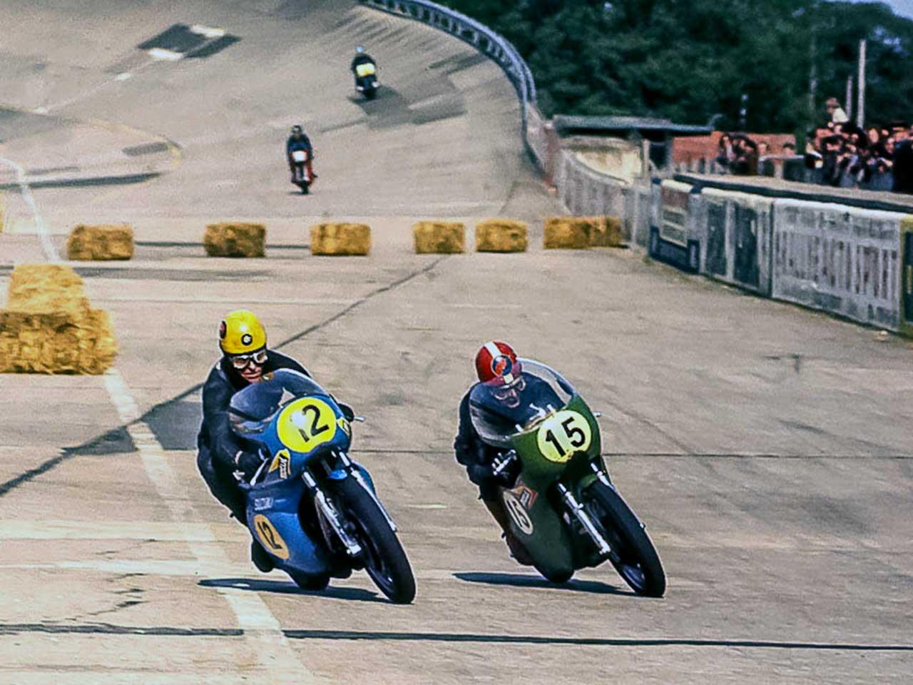Paton_Storia-Anni70_Andre-Luc-Appietto-in-bagarre-con-Jacques-Roca_Circuito-di-Monthlery_primi-anni-70