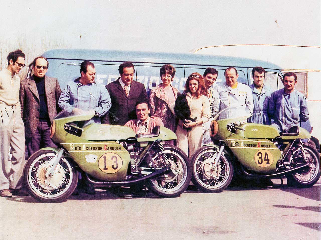Paton_Storia-Anni70_Gallina-e-Bonalumi-Team-Paton-Completo-Modena-1972